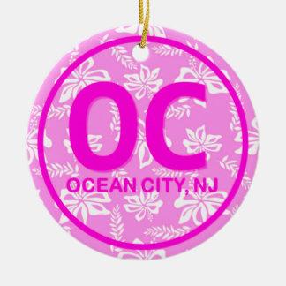 Ornamento floral rosado personalizado de la ciudad adorno navideño redondo de cerámica