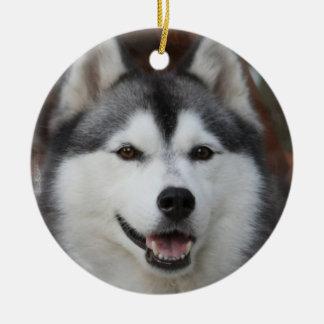 Ornamento fornido del perro adorno redondo de cerámica