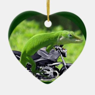 Ornamento hawaiano verde del jinete del Gecko Adorno