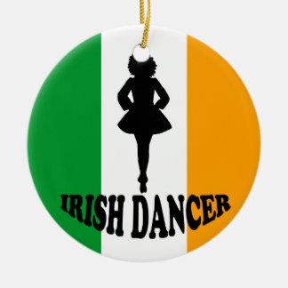 Ornamento irlandés del baile de paso adorno redondo de cerámica