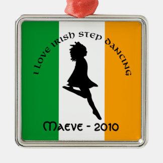 Ornamento irlandés del baile de paso adorno cuadrado plateado