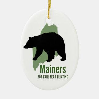 Ornamento justo de la caza del oso adorno navideño ovalado de cerámica
