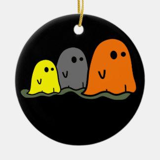 Ornamento lindo de los fantasmas de Halloween Adorno Redondo De Cerámica