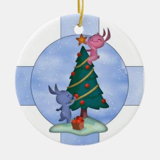 Ornamento lindo del día de fiesta con los pequeños adorno navideño redondo de cerámica