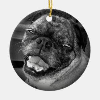 Ornamento lindo del perro del barro amasado adorno navideño redondo de cerámica