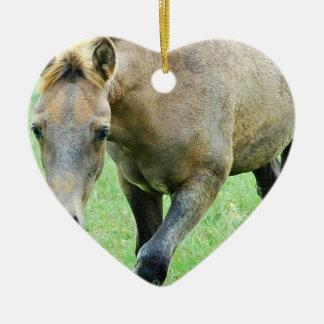 Ornamento melado de itinerancia del caballo adorno navideño de cerámica en forma de corazón