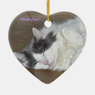 Ornamento mullido del gato el dormir lindo adorno de cerámica en forma de corazón