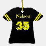 Ornamento negro y amarillo de la camiseta de fútbo ornamentos de reyes