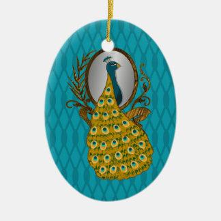 Ornamento oval con el pavo real que admira su adorno ovalado de cerámica