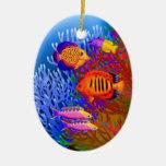 Ornamento pacífico colorido de los pescados del adorno navideño ovalado de cerámica