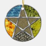 Ornamento pagano elemental de Wiccan del pentáculo Adorno Navideño Redondo De Cerámica