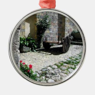 Ornamento - patio aislado en Monteriggioni Adorno Navideño Redondo De Metal