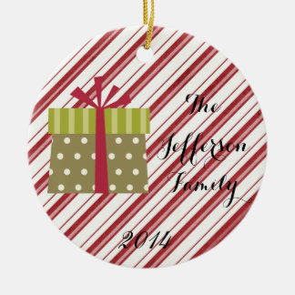 Ornamento personalizado de la familia del regalo adorno navideño redondo de cerámica