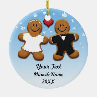 Ornamento personalizado de novia y del novio del adorno navideño redondo de cerámica