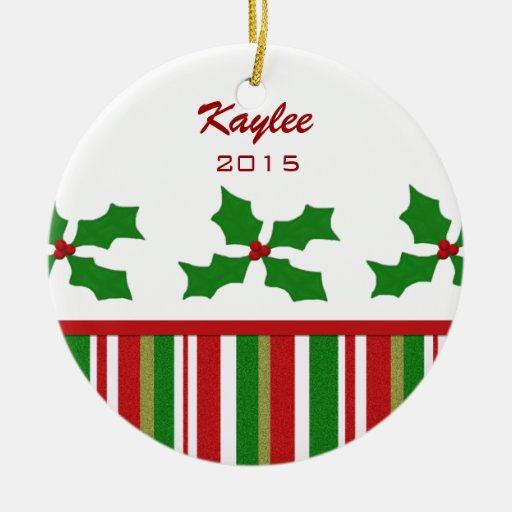 Ornamento personalizado del acebo del navidad adorno navideño redondo de cerámica