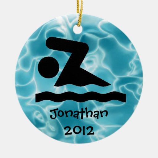 Ornamento personalizado del diseño de la nadada adorno navideño redondo de cerámica