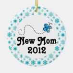 Ornamento personalizado nueva mamá del navidad del adorno redondo de cerámica