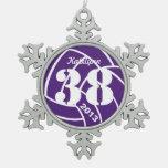 Ornamento púrpura del voleibol del monograma adorno
