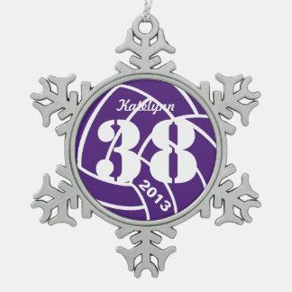 Ornamento púrpura del voleibol del monograma adorno de peltre en forma de copo de nieve