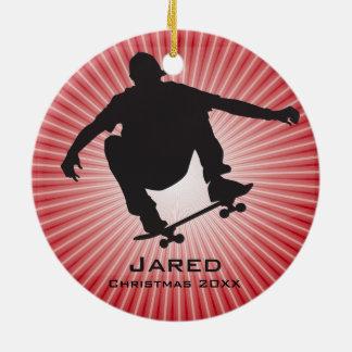 Ornamento que anda en monopatín personalizado adorno navideño redondo de cerámica
