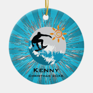 Ornamento que practica surf adorno redondo de cerámica