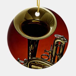 Ornamento redondo de la trompeta o del cucurucho adorno navideño redondo de cerámica