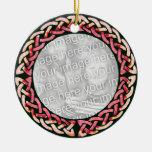 Ornamento redondo rosado céltico adorno de navidad