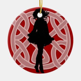 Ornamento rojo céltico del bailarín ornamento para reyes magos