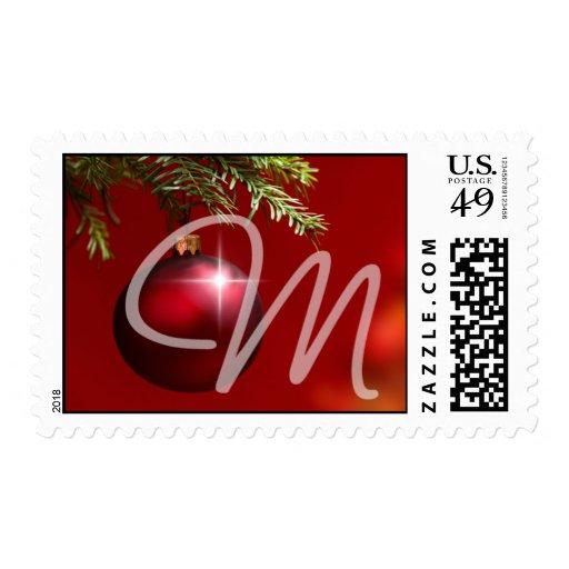 Ornamento rojo de la bola del monograma sello