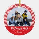 Ornamento rojo de la foto de familia del navidad adorno navideño redondo de cerámica