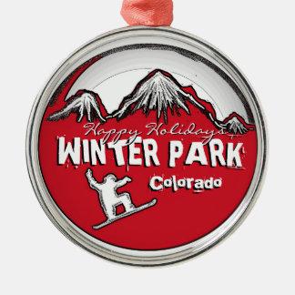 Ornamento rojo de la snowboard del tema de adorno redondo plateado