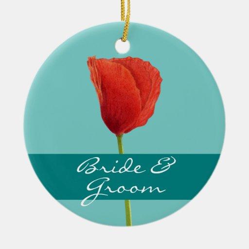 Ornamento rojo del boda del trullo de la amapola adorno navideño redondo de cerámica