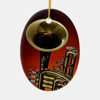 Ornamento rojo del fondo de la trompeta o del adorno navideño ovalado de cerámica