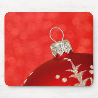 Ornamento rojo del navidad alfombrilla de ratones