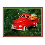 Ornamento rojo del navidad del camión (4) postal