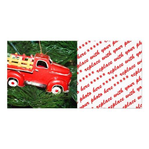 Ornamento rojo del navidad del camión tarjeta con foto personalizada