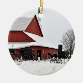 Ornamento rojo del navidad del granero de Amish Ornamento De Navidad