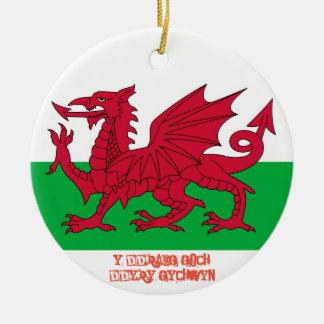 Ornamento rojo galés del navidad de la bandera del adorno navideño redondo de cerámica