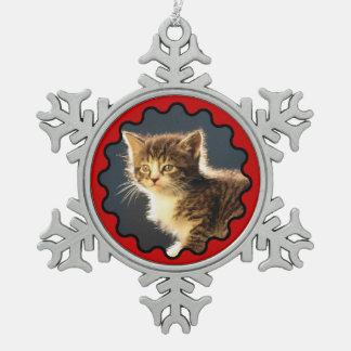 Ornamento rojo ondulado del copo de nieve de la fo