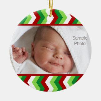 Ornamento rojo y verde de la foto del navidad del adorno redondo de cerámica