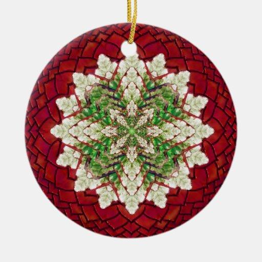 Ornamento rojo y verde de la mandala de la hiedra adorno navideño redondo de cerámica