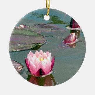 Ornamento rosado bonito de Waterlily Adorno Navideño Redondo De Cerámica