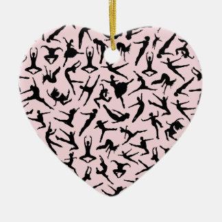 Ornamento rosado del corazón de los bailarines adorno navideño de cerámica en forma de corazón