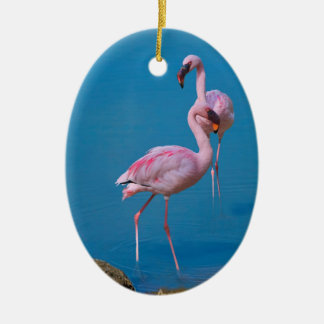 Ornamento rosado del flamenco adorno navideño ovalado de cerámica