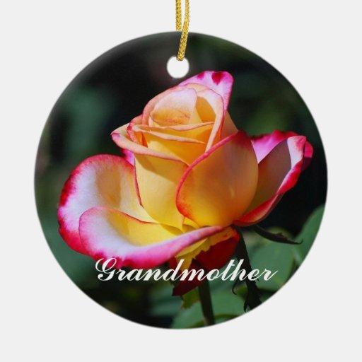 Ornamento rosado rojo y amarillo de la abuela y de adorno redondo de cerámica