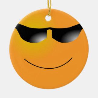 Ornamento sonriente de las gafas de sol de la cara adorno