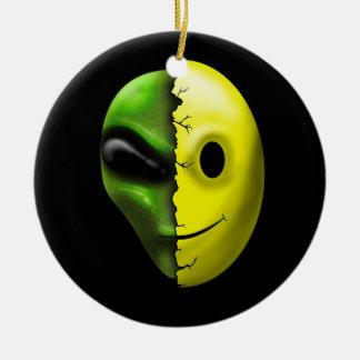 Ornamento sonriente extranjero de la cara de adorno navideño redondo de cerámica