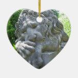 Ornamento triste del corazón del león adornos de navidad