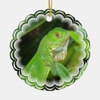 Ornamento verde de la iguana adorno para reyes