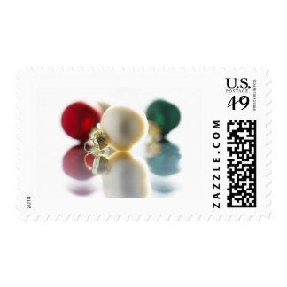 Ornamentos coloridos del árbol timbre postal
